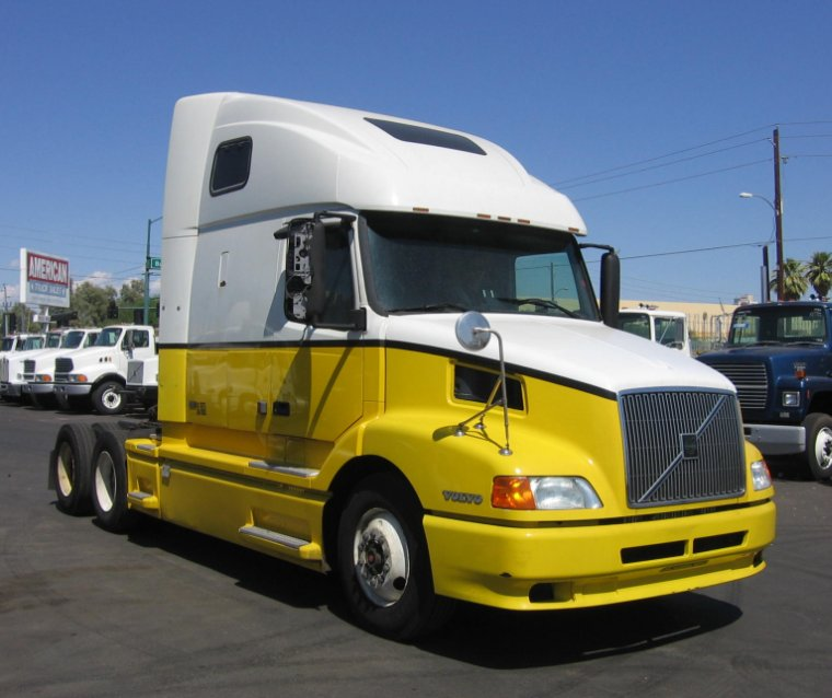 Front Right 2001 Volvo VNL64T660 Truck Picture