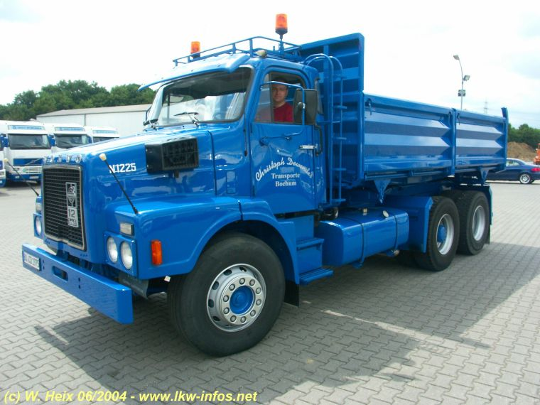 Volvo N1225 Dump Truck Picture