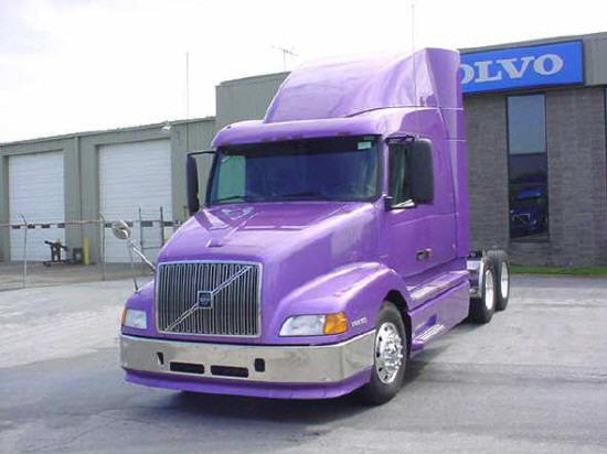 Front left light purple 2000 Volvo VNL64T610 truck picture.