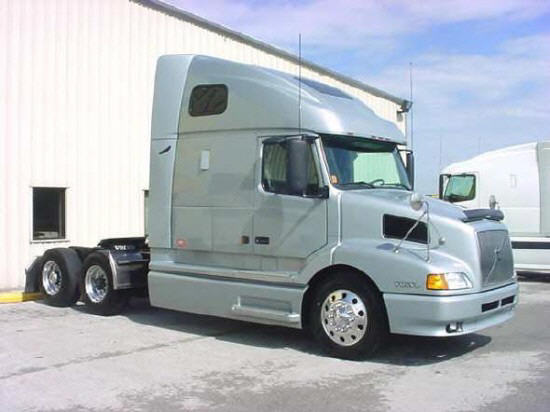Front right gray 2003 Volvo VNL64T660 truck picture.