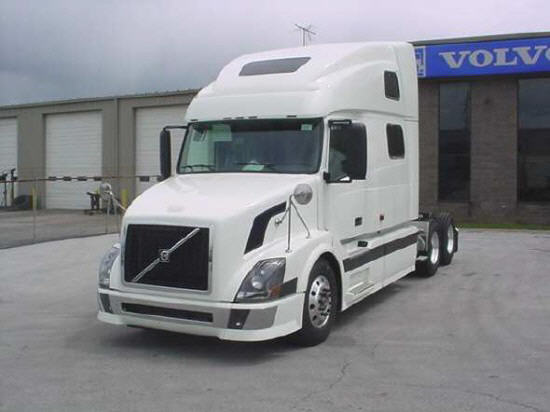 Front left white 2006 Volvo VNL780 truck picture.