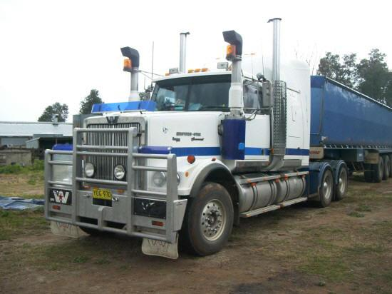 Front left white and blue 1999 Western Star 4964FXC truck picture.