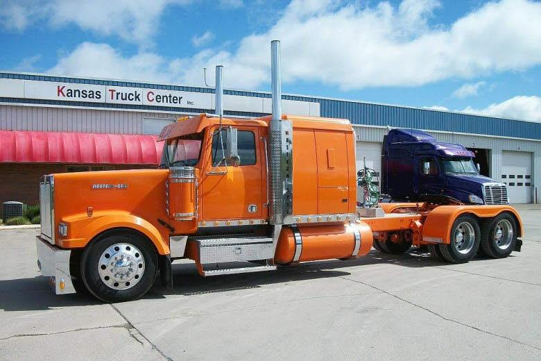 Left Side 2007 Western Star 4900 Lowmax Truck Picture