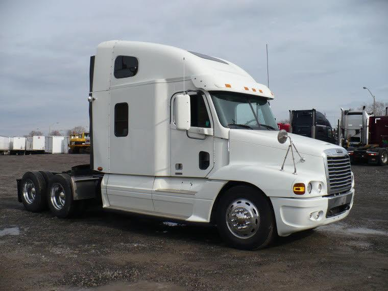 Right Side White 2007 Western Star 4900SA Truck Picture
