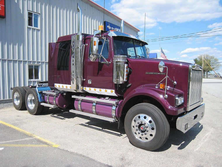 Right Side 2008 Western Star 4900 FA Truck Picture